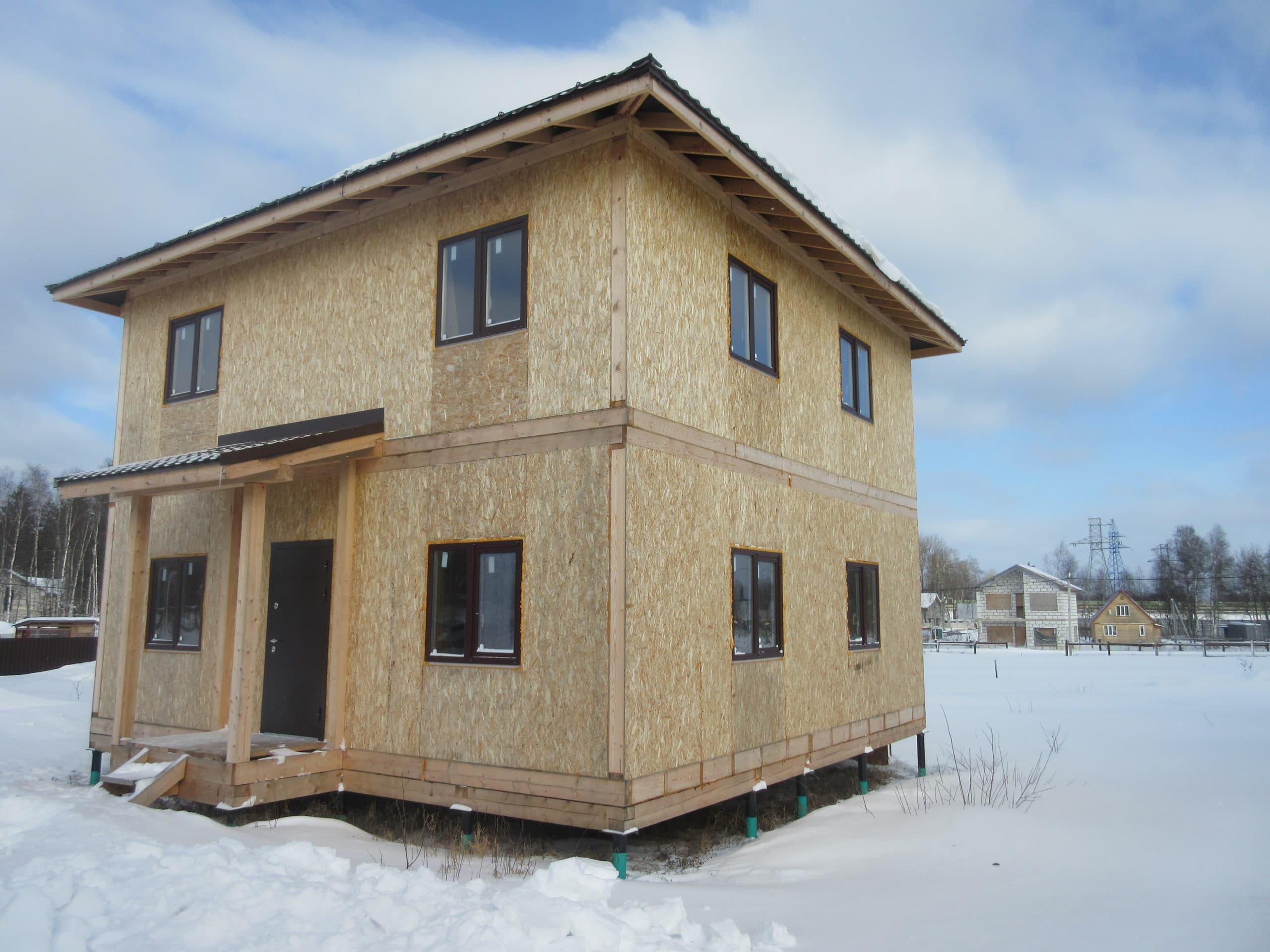 dom iz sip panelei moskovskaja oblast solnechnogorskii raion kottedzhnyi poselok scaled - Монтаж сайдинга